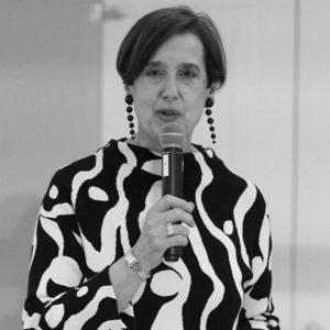 Paola Pizza , psicologa della moda. È stata professore a contratto di Psicologia Sociale e di Teoria e tecnica del colloquio psicologico alla Facoltà di Scienze Politiche dell'Università di Firenze .