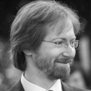 Davide Poggi è Professore Associato di Filosofia Teoretica presso l'Università di Verona. Le sue ricerche si concentrano sulla teoria della conoscenza e sull'ontologia.