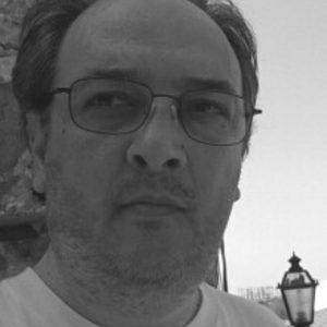 Enrico De Vivo è insegnante e direttore della rivista