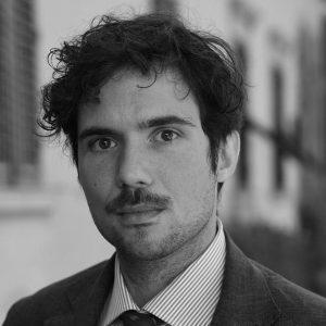 Alexandros Maria Hatzikiriakos ha studiato musicologia all'Università La Sapienza. Si interessa soprattutto ldel rapporto tra musica e letteratura dal Medioevo al Rinascimento.