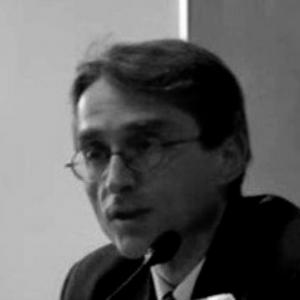 Corrado Viola insegna Letteratura italiana presso la Facoltà di Lingue e Letterature Straniere dell'Università di Verona. Le sue ricerche si muovono tra il Seicento e il Novecento, ma si concentrano soprattutto sul Settecento.