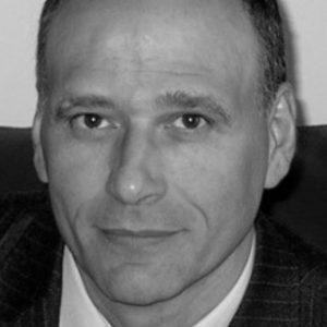 Guido Cusinato è docente ordinario di Filosofia Teoretica all'Università di Verona.