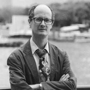 Paolo Euron è professore Associato di Estetica e Assistant Professor di Italiano (2016-2019) alla Chulalongkorn University di Bangkok, scrittore e saggista, si occupa di filosofia, estetica e letteratura.