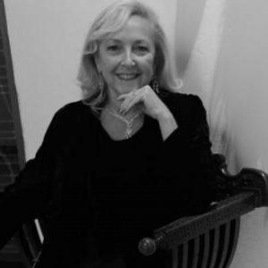Patrizia Lo Cicero è studiosa di Gabriele D'Annunzio e direttrice di una collana a lui dedicata.