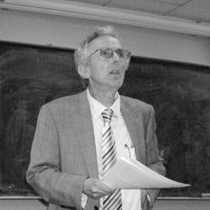 Peter Burke, fellow dell'Emmanuel College, ha insegnato storia culturale all'università di Cambridge. È noto come uno fra i maggiori storici del nostro tempo grazie ai suoi studi ormai classici sulla cultura popolare e sul Rinascimento.