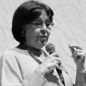 Silvia Blezza Picherle, docente all'università di Verona, svolge attività di ricerca-azione per formare lettori motivati e critici in contesti scolastici ed extrascolastici