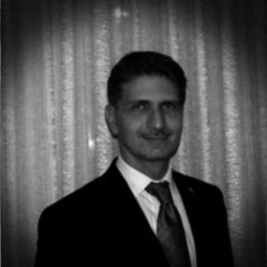 Paolo Dell'Aquila, già dottore di ricerca in Sociologia e Politiche sociali, ha svolto attività di ricerca post-dottorato in Scienze Politologiche e sociali ed è stato docente a contratto di Giornalismo sportivo presso l'Università di Bologna.