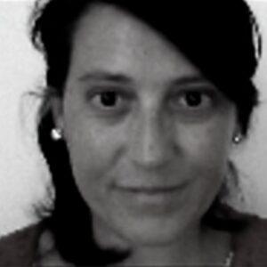 Letizia Lombezzi - Letizia Lombezzi è specialista in lingua araba. Ha conseguito laurea a dottorato alla Sapienza di Roma e ha passato dei soggiorni di ricerca all'Università del Texas-Austin e all'American University di Beirut.